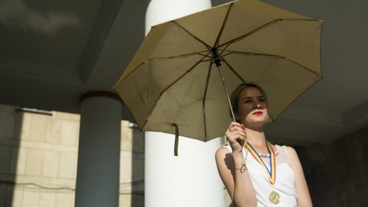 «Зонтичное утро»: выходные в Таганроге посвятят фестивалю Фаины Раневской