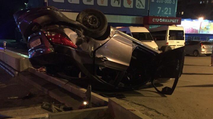 В Ростове на Малиновского Hyundai перевернулся после столкновения с маршруткой