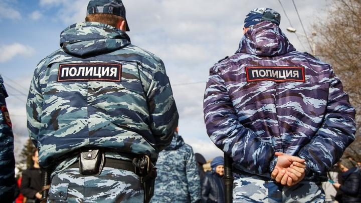 Под Волгоградом полицейского избили в торговом зале супермаркета