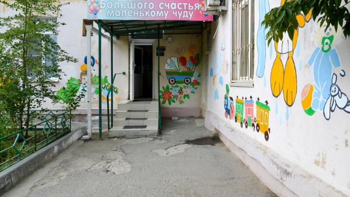 Стены волгоградского роддома украсили рисунки малышей