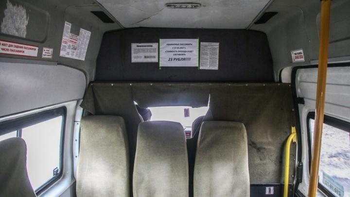 Водителя маршрутки, отказавшегося выпускать челябинскую школьницу, уволили