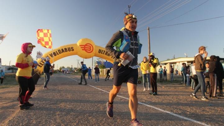 В Волгоградской области супервыносливые спортсмены выбежали на дистанцию вокруг Эльтона