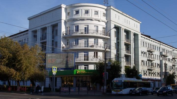 В Волгограде снимут до кирпичей штукатурку с Дома грузчиков