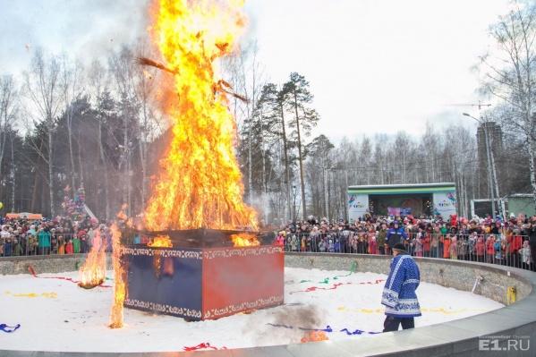 Так сжигали чучело в позапрошлом году