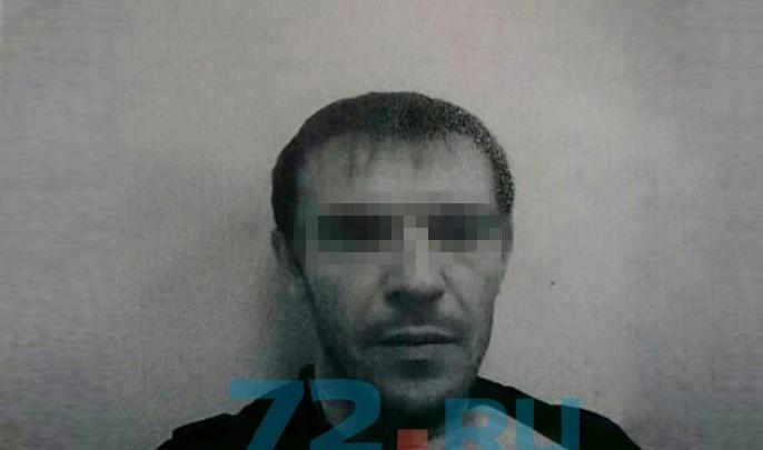 На Лесобазе мужчина, угрожая ножом, изнасиловал двух несовершеннолетних девочек
