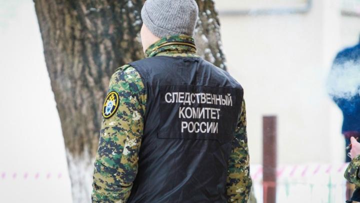 В нескольких метрах от прокуратуры Батайска обнаружили тело замерзшего мужчины