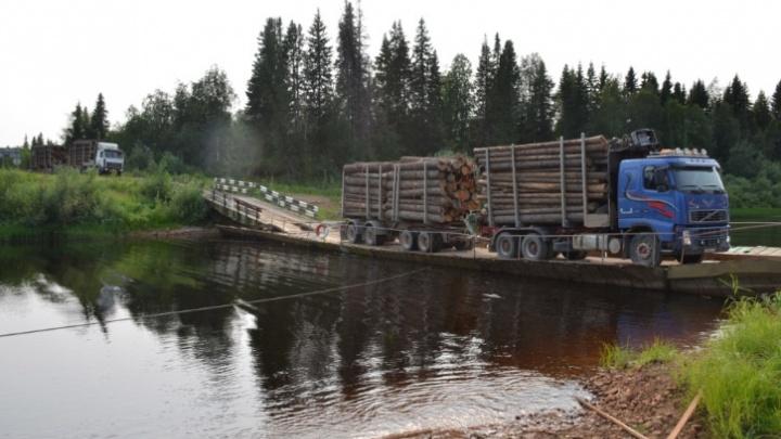 Проезд через реку Пинега у поселка Ясный стал бесплатным