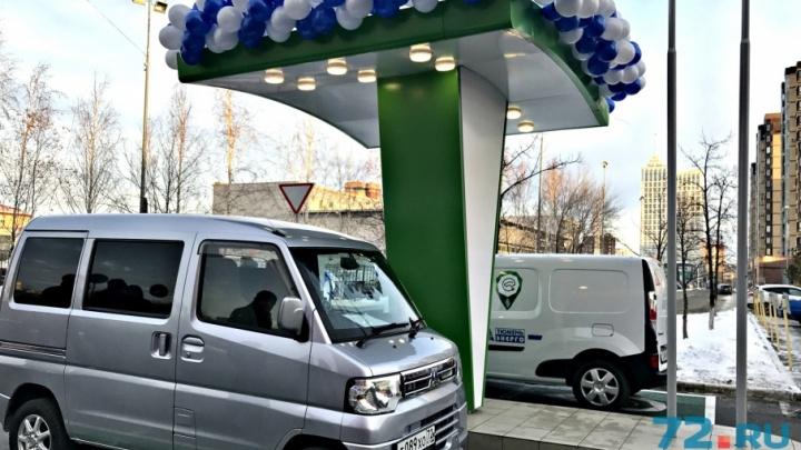 Бесплатная заправка — целый год: в Тюмени открылись первые зарядные станции для электромобилей