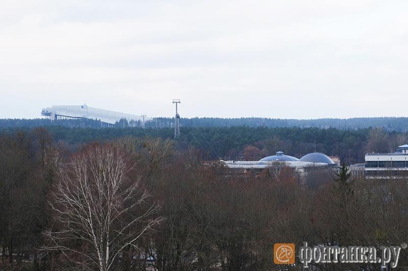 Слева вдалеке - SnowArena