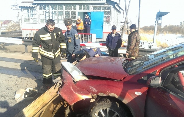 Спасатели Тюменской области предотвратили трагедию на железнодорожном переезде