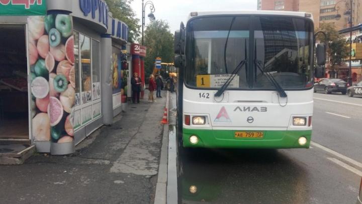 В ГИБДД выясняют обстоятельства падения в автобусе тюменки и ее полуторагодовалого ребенка