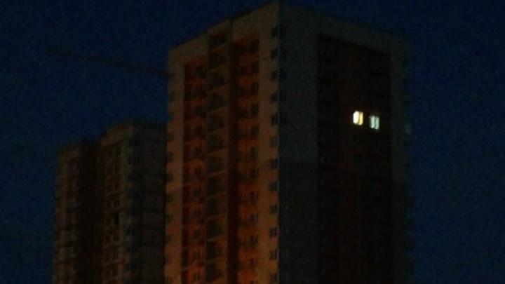 В принятой без удобств новостройке Волгограда зажегся свет