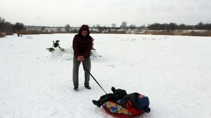 И рыбак, и хоккеист: волгоградцы вышли на замерзшие речки