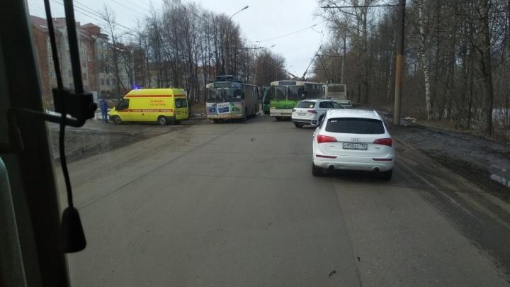 В Ярославле в эпичную аварию угодили троллейбус и автобус: оба с пассажирами
