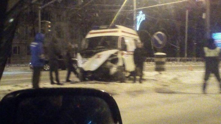 Скорая с пациентом на борту врезалась в «Ладу»: есть пострадавшие