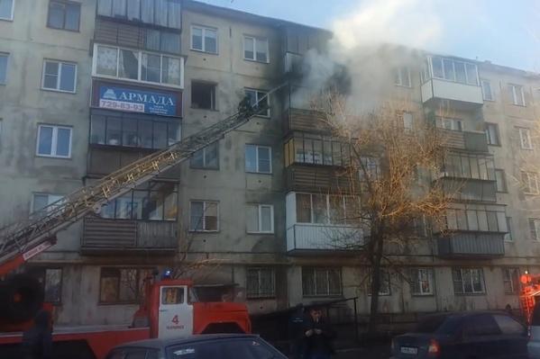 Владелец пострадавшей квартиры заявил, что не курил на балконе