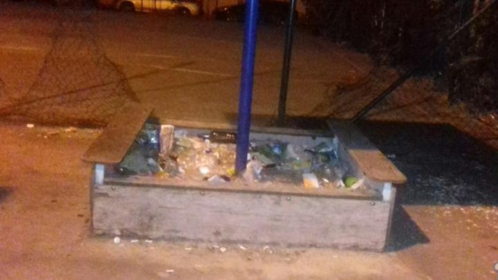 Спортплощадка в центре Ростова превратилась в свалку