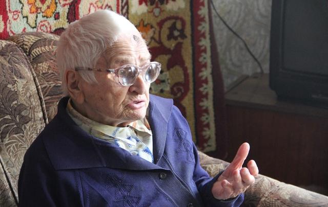 Не пробовала спиртного: 103-летняя копейчанка поделилась секретом долголетия