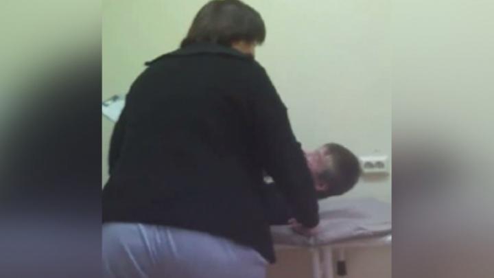 «Ну, давай, расписывайся»: минздрав Прикамья проверит видео, на котором врачи кричат на пациента