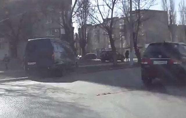 В Волгограде неисправная «Газель» едва не врезалась в дерево