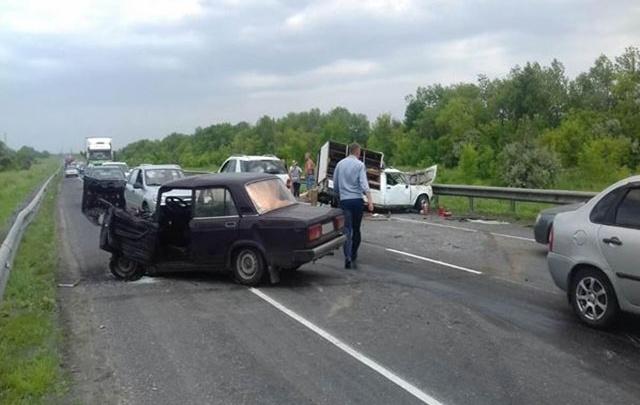 МВД: лобовое столкновение на М-5 под Сызранью спровоцировал неопытный водитель «Иж»