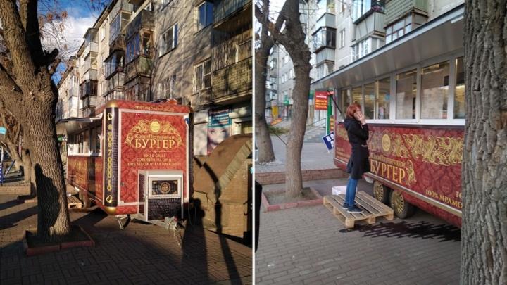 Бургеры в Челябинске сменили шаурму и попали под раздачу