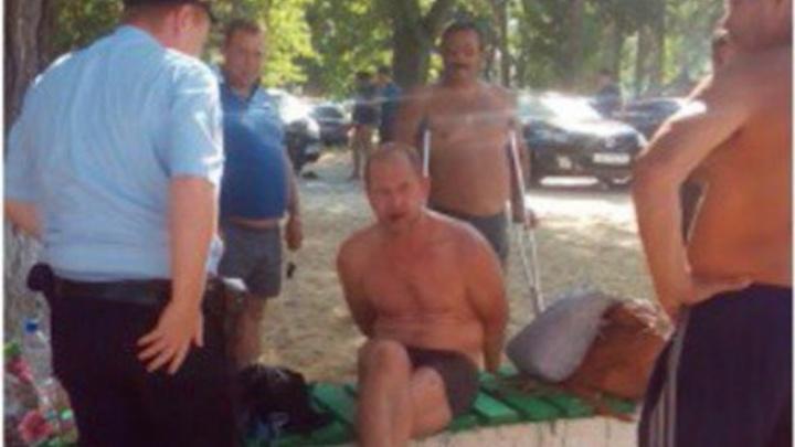Очевидцы: пьяный мужчина приставал к несовершеннолетней девочке на пляже в Ростовской области