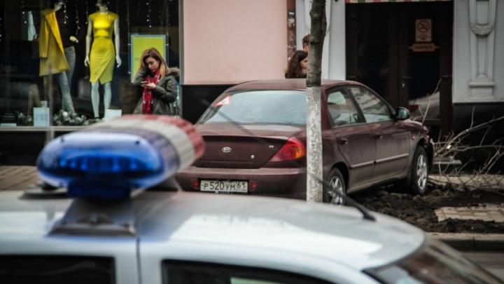 Четыре айфона вынесли грабители из салона сотовой связи в Ростове