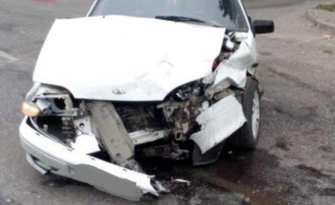 Помеха справа: в Тольятти водитель Honda въехал на полном ходу в Lada