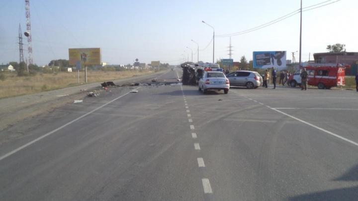 Два грузовика и легковушка столкнулись на трассе в Челябинской области: ранены трое