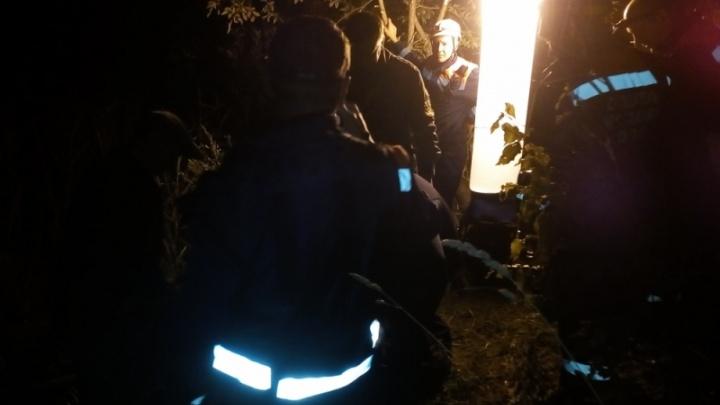 В Ростовском районе исчез водитель машины, упавшей в карьер с водой