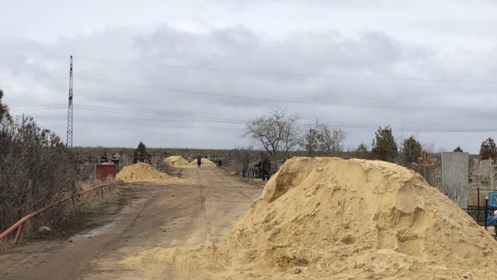 В Волгоградской области поплыли останки с размытого кладбища
