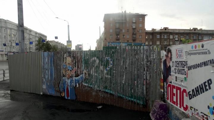 Стройка на скандальном участке в центре Челябинска «съела» часть тротуара