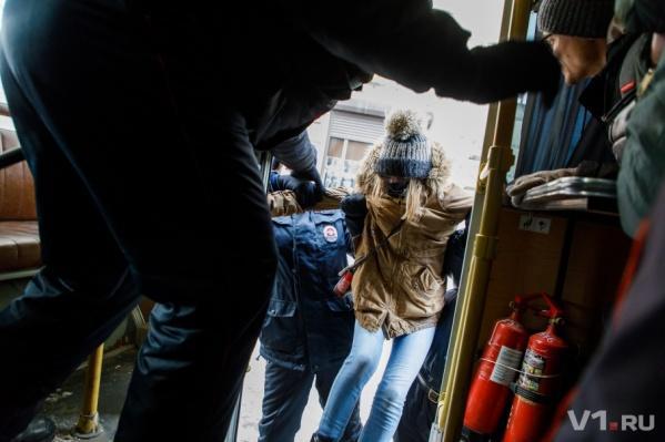 В январе волгоградских журналистов катали на автозаке