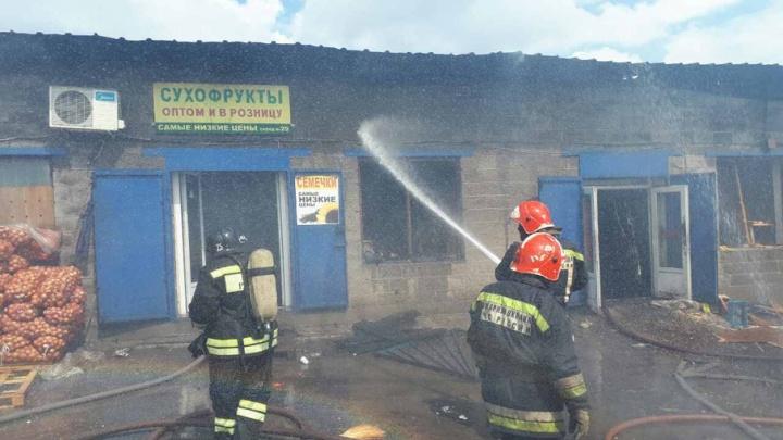 Пожар на рынке в Магнитогорске тушили больше часа