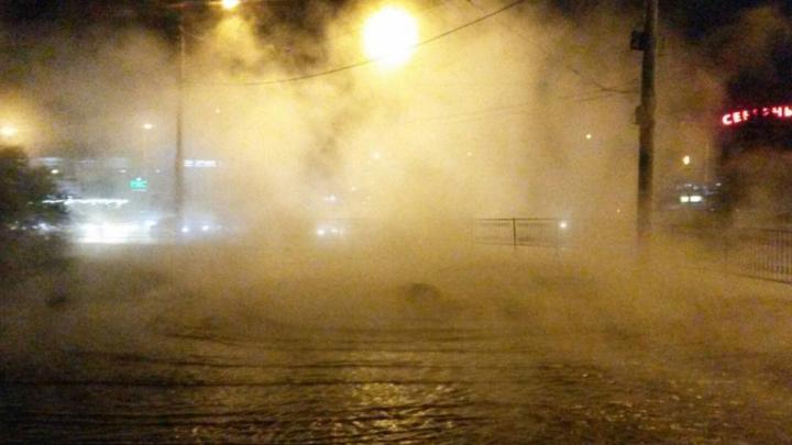 В Ростове на проспекте Космонавтов кипятком затопило территорию рядом с Северным рынком