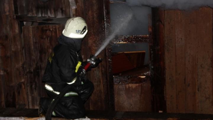 В Плесецком районе горел частный жилой дом