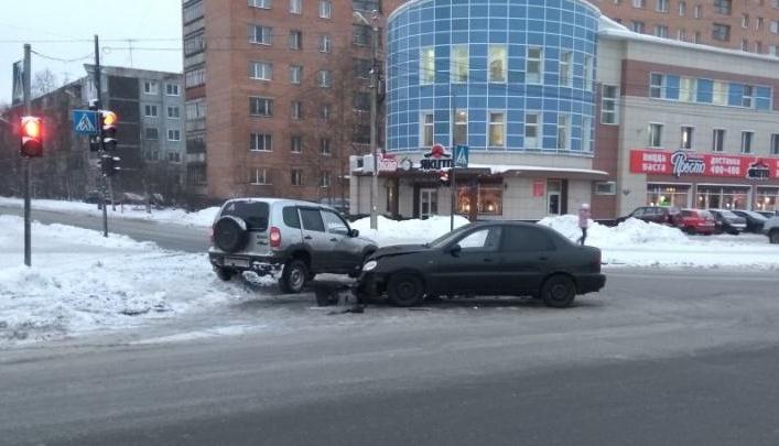 В Архангельске водитель Chevrolet Niva врезался в Chevrolet Lanos