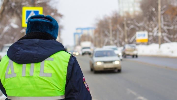 Пытался справить нужду на автомобиль: в Самаре поймали пьяного водителя Mercedes