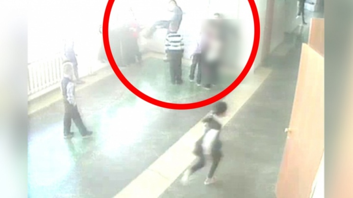 «Внимания не уделили»: в школе, где ученик ударил ножом одноклассника, знали о конфликте