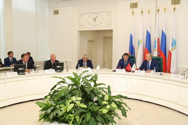 Руководство областей подписало пятилетнее соглашение
