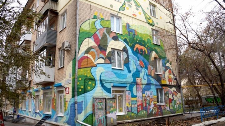 Легенды и сказки Жигулей: в Самаре художники расписали стену жилого дома