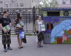 Контейнеры для макулатуры в Ростовском Водоканале украсили яркие детские рисунки