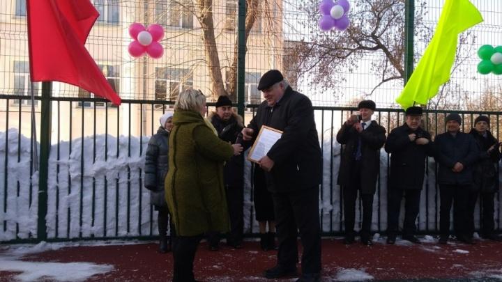 «Школа благодарит за помощь»: в пермской «девятке» открыли спортивную площадку