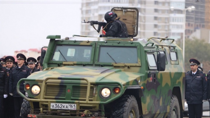 Тысячи полицейских в одном строю: в Ростове отмечают День сотрудника органов внутренних дел