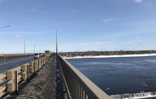 В Ярославле спасли студента колледжа, стоявшего на краю моста