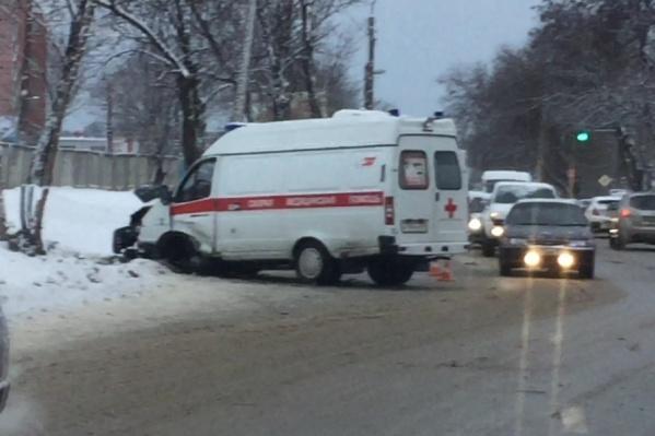 Машина скорой попала в  аварию по дороге с вызова