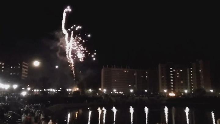 «Шикарное место!»: в Челябинске с концертом и фейерверком открыли сквер