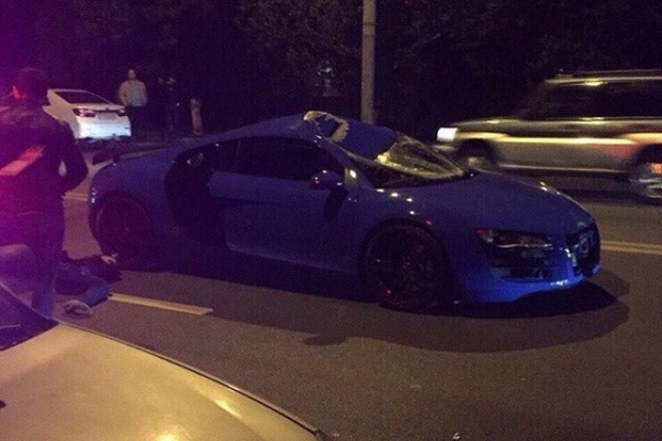 Пешеход погиб на месте, на крыше машины остались вмятины