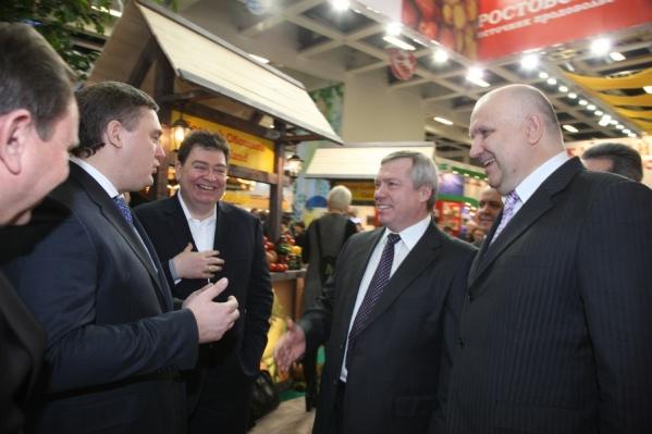Вадим Варшавский (третий слева) представляет «Донбиотех» донскому губернатору